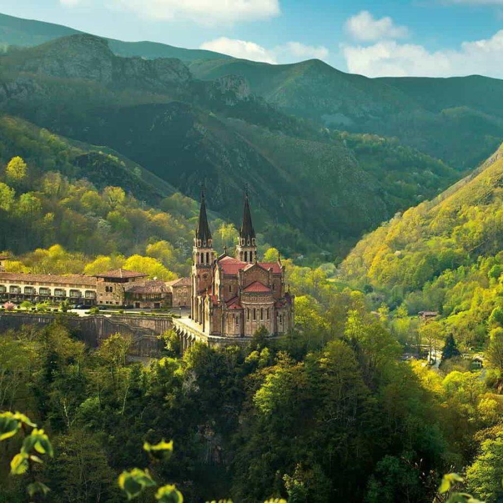 Excursión a Covadonga, Lagos y Cangas de Onís.