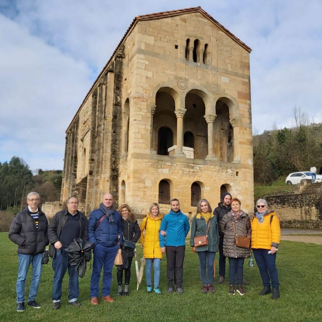 Excursión y visita a Santa María del Naranco en Oviedo